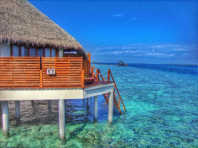 maldives-atolls luxury overwater bumgalow