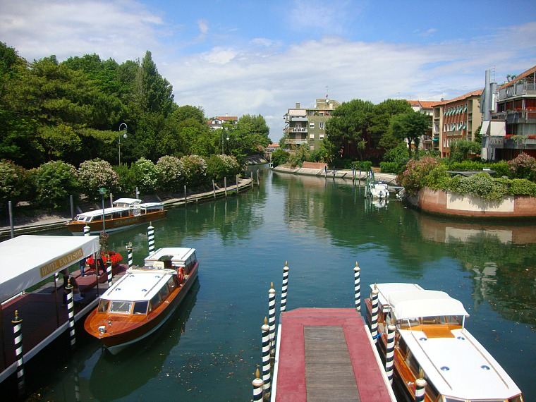 italy_lido_town