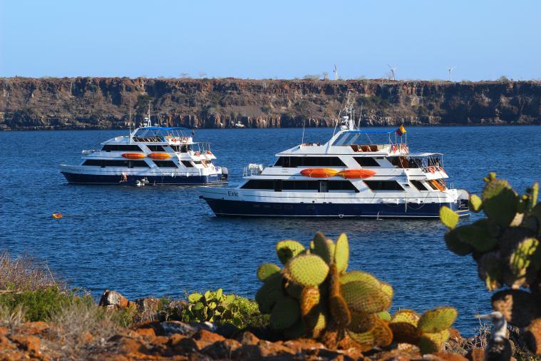 galapagos-plaza-yachts