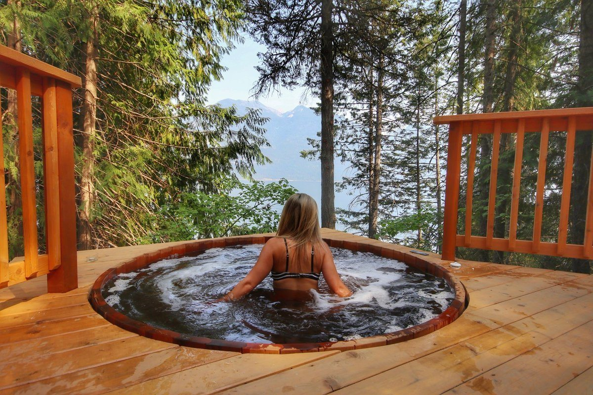 A hot tub at The Sentinal near Kaslo in Kootenays BC