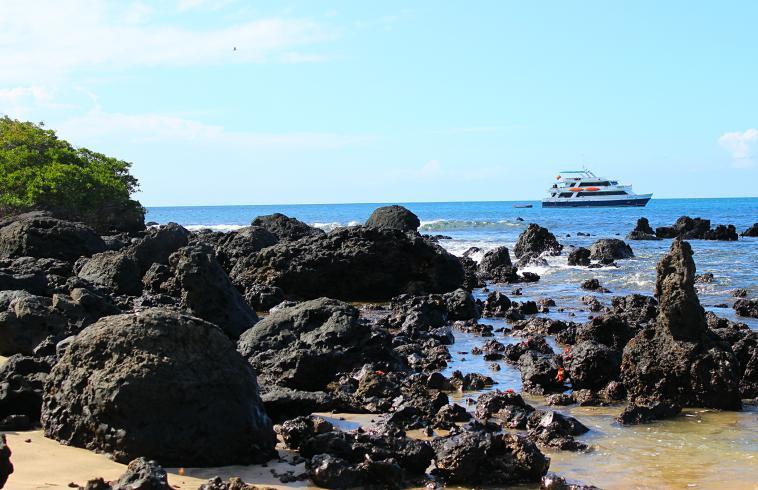 galapagos-floreana-boat galapagos islands floreana