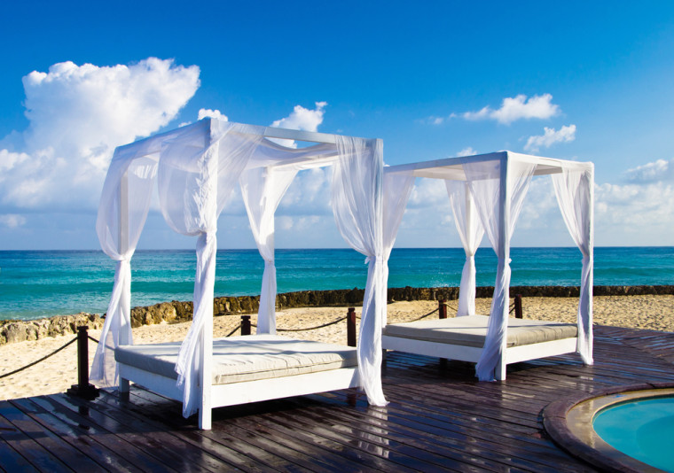 resort beach canopy beds