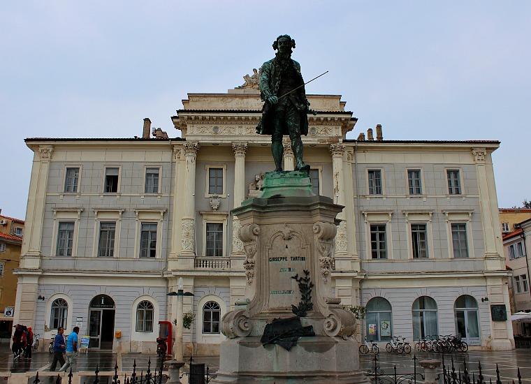 piran slovenia statue