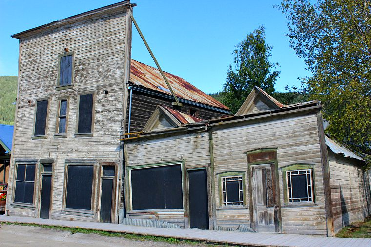 Canada-Yukon-Dawson-City-Leaning-Buildings