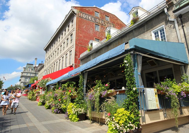 Canada-Quebec-Montreal-old-montreal-restaurant