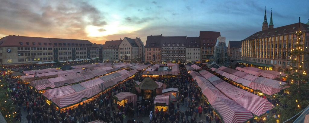 germany-nuremberg-christmas-market-panorama