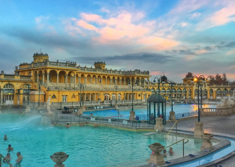 Greeting The Morning At Budapest S Sz 233 Chenyi Thermal Bath