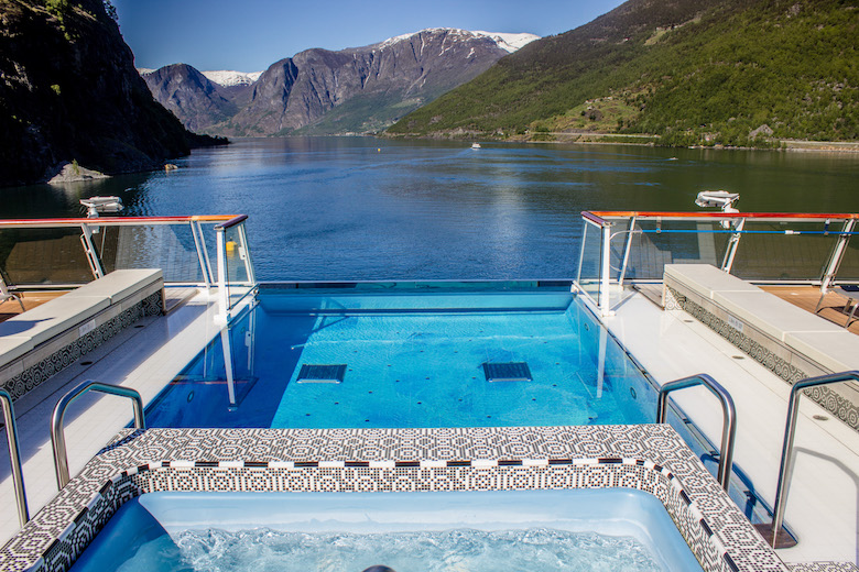 Viking-Cruise-infinity-pool