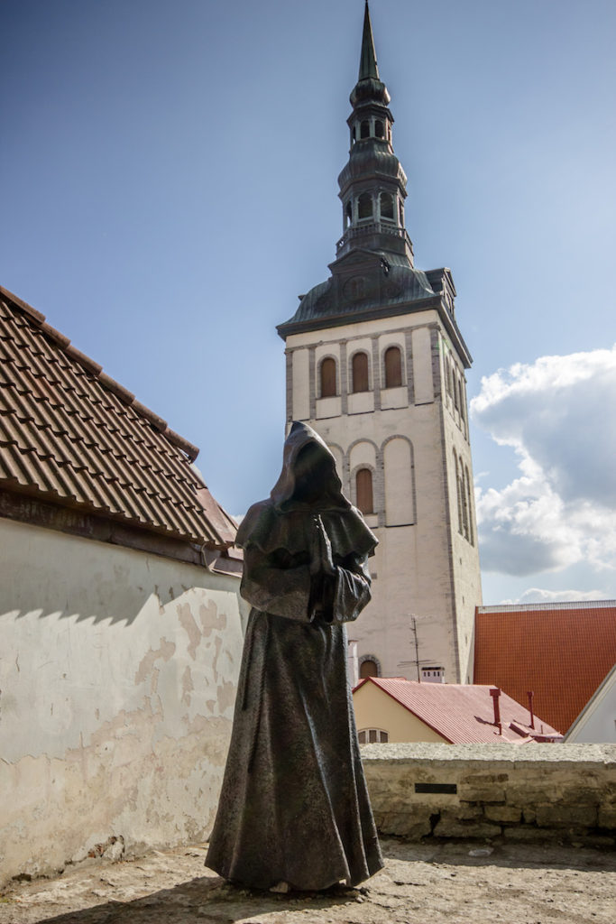 Estonia-Tallinn-Statue