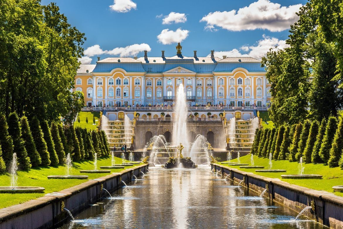 Tour Peterhof Palace and Gardens in Russia
