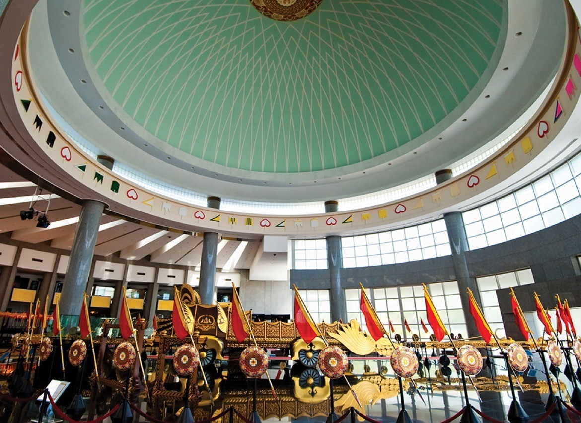 What to do in Brunei- Royal Regalia