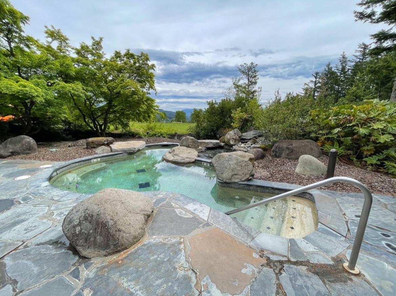 The hot tub at Skamania Lodge in Stevenson WA