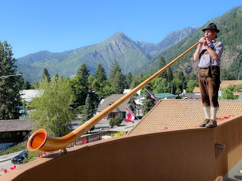 An alpenhorn performance in Leavenworth Washington
